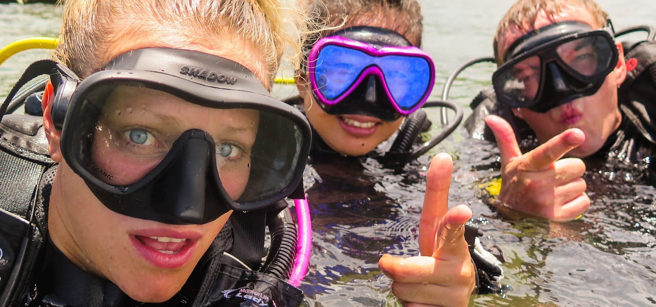 Divers making funny faces