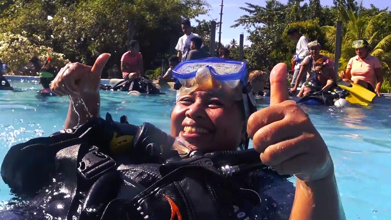 A happy Women's Dive Day participant