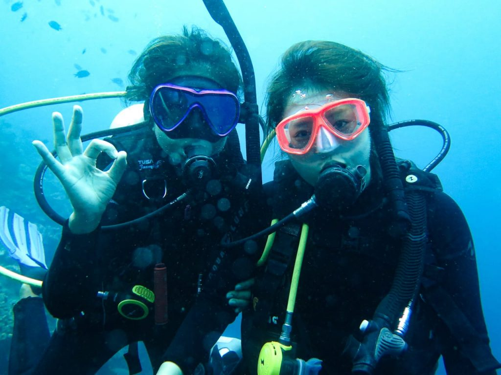 Japanese PADI Instructor Satoka with one of her Open Water Students
